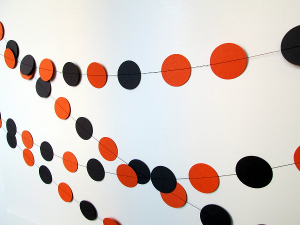 Circle Halloween Garland | Red Circle Crafts