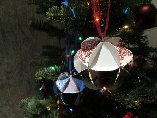 Paper Ball Christmas Ornaments | Red Circle Crafts
