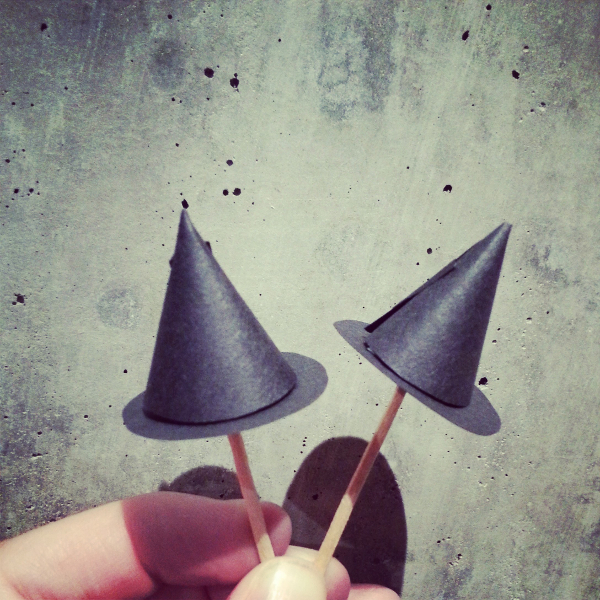 Witch Hat Cupcake Toppers | Red Circle Crafts
