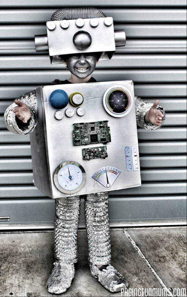 Robot Costume from Paging Fun Mums